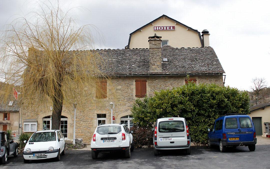 Hôtel Restaurant Paradis Stocker dans  BARJAC